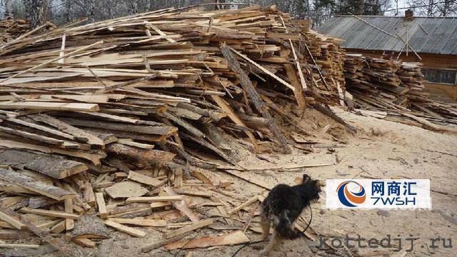 大量回收废旧工程废木料,方木,枕木